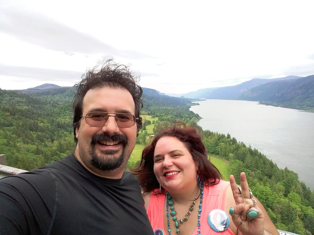 BearQueen and EastKing on Little Beacon Rock