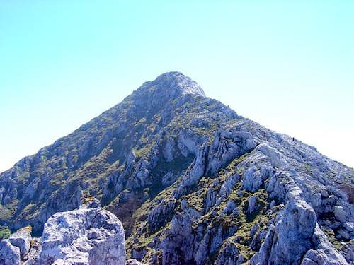 The pyramid of Anboto . NW...