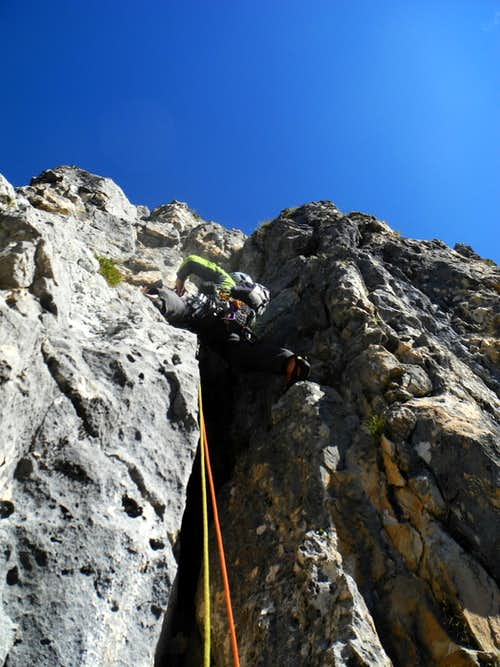 Guglia del Rifugio S ridge starting chimney