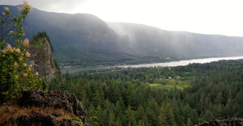 Storm rolling in on Little Beacon Rock