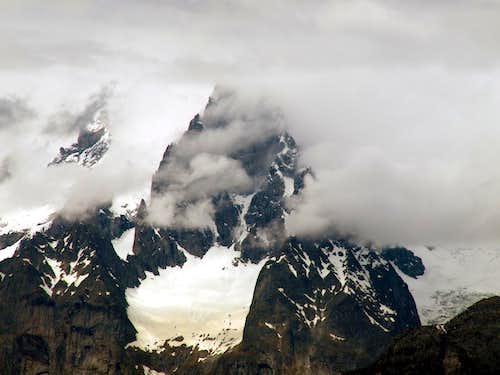 Cloudy Pic Gamba below Noire Southern Ridge 2016