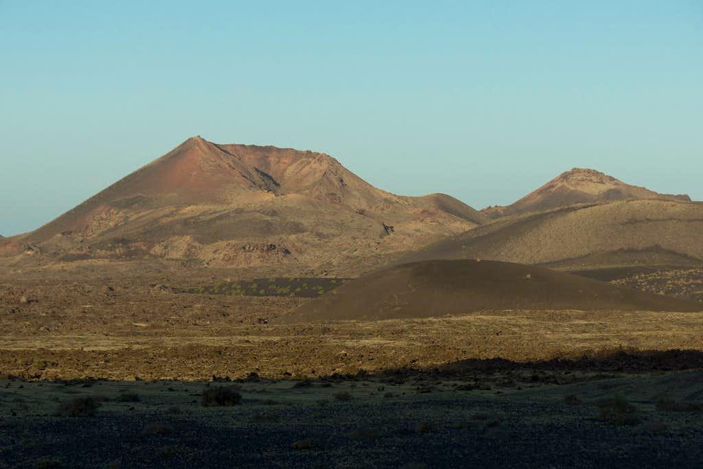 Montaña del Señalo and Pico Partido