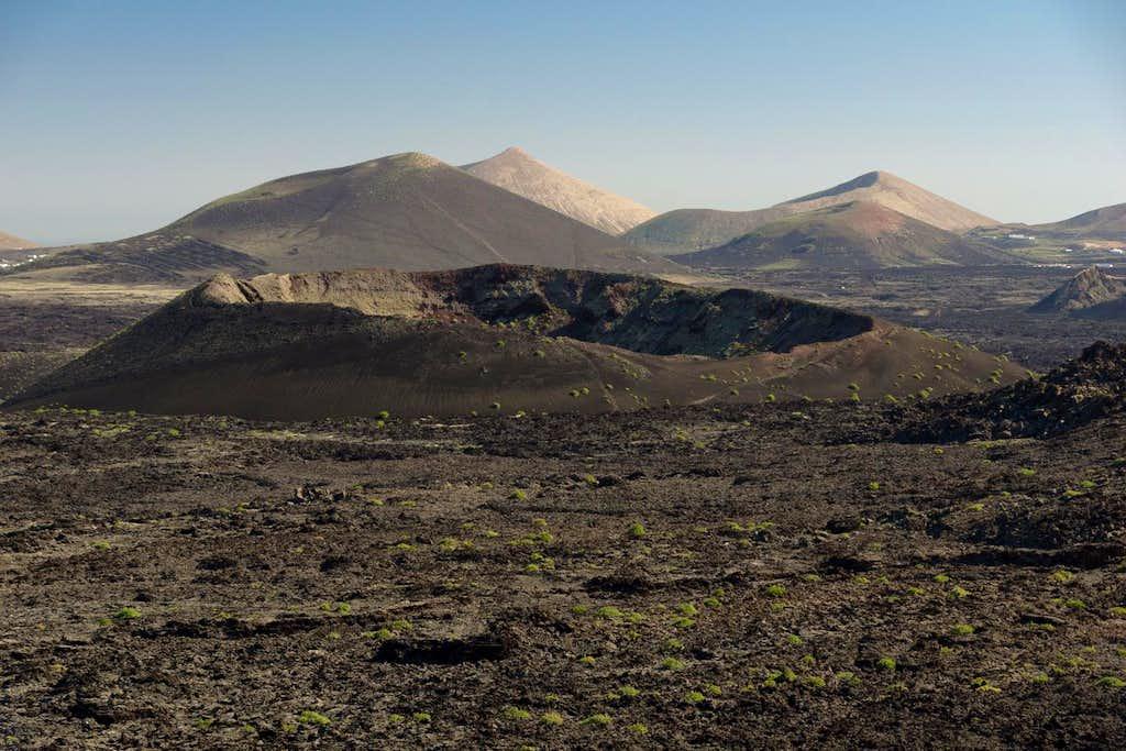 Caldera de la Rilla (408m) in front of Montaña Negra (509m),  Montaña Blanca (595m) and Montaña Tersa (503m)