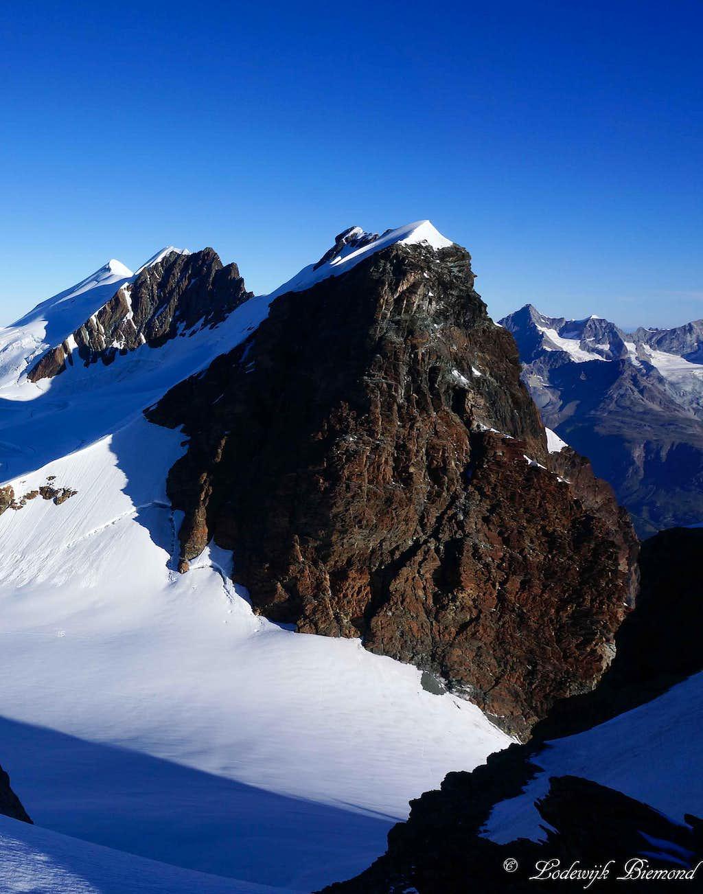 Roccia Nera (13369 ft / 4075 m; SE-Face)