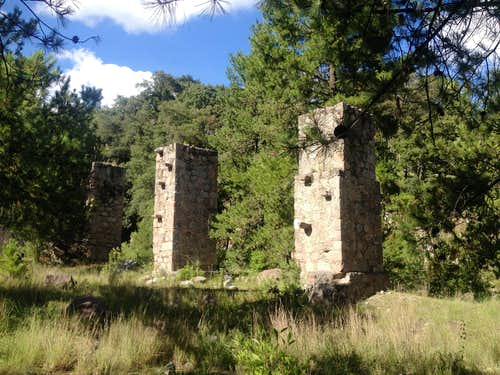 Los Pilares monument