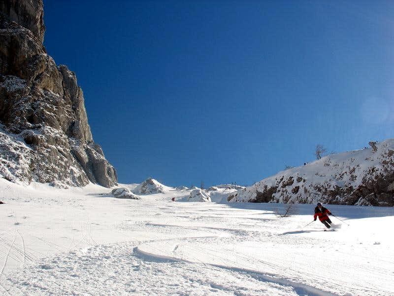 Skiing down from Kaiserwart