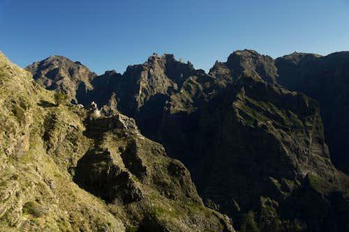 Pico Ruivo (1862m), Pico das Torres (1852m), Pico Cidrao (1797m), Pico do Arieiro (1816m)