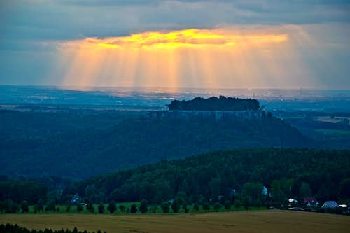 Evening sun rays right above the Königstein fortress