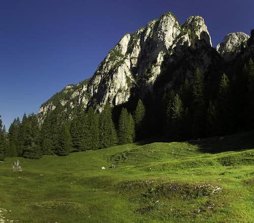 Rock faces above Schaflegeralm