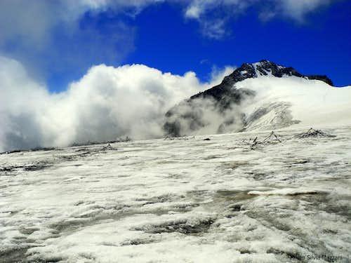 Impressive remains of WWI fences on Lares glacier