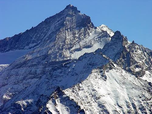 The ridge starting from Punta Valletta <i>2793 m</i><br> and  culminating with La Grivola <i>3969 m</i>