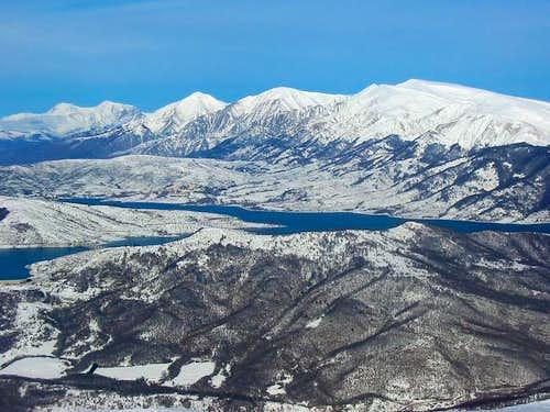 Lago di Campotosto, Monti...