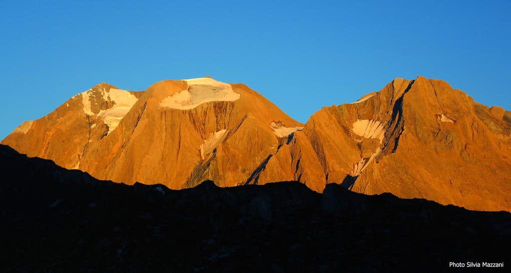 Hinter Weisspitze and Vordere Weisspitze at sunset from Passo di Vizze