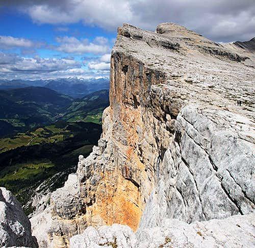 Along the S ridge of Sass dla Crusc