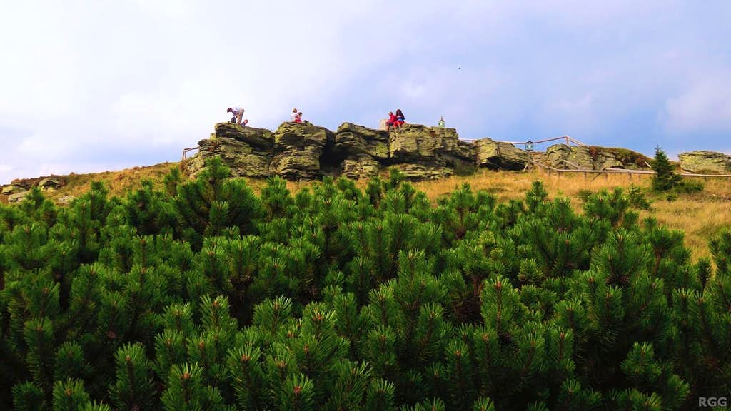 Hikers on the summit of Keprnic