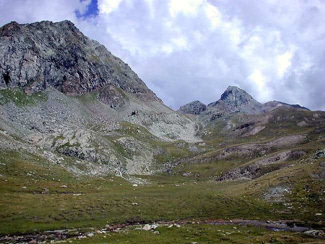 <i>From left</i>: Torre Ponton <i>3101m</i>, Finestra di Champorcher <i>2828m</i> and  Bec Costazza <i>3092m</i>