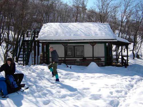 Ljuto kame (1055 m) shelter....
