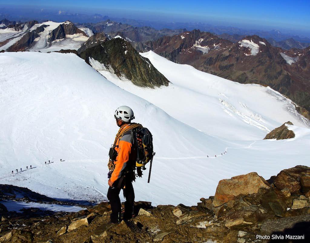 Teams on Taschachferner glacier seen from Wildspitze