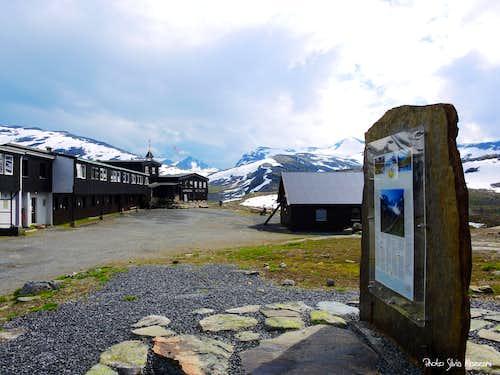 Leirvassbu hut