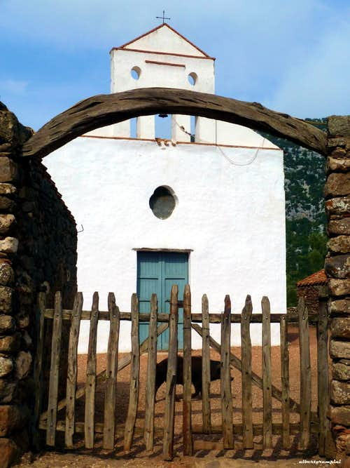 The old church of S. Pietro on the Golgo plateau