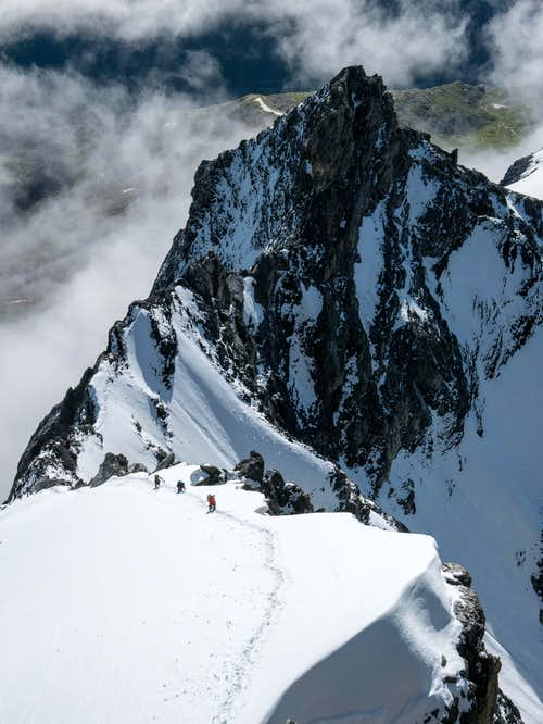 Climbers on the 2nd snowfield