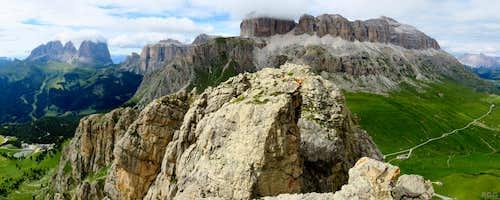 Sas Bece summit panorama, with Sassolungo, Sass Pordoi and Piz Boe