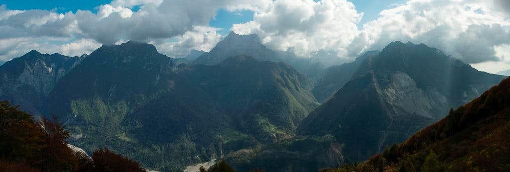 Monte Cornet (1792m), Cima dell'Ardoto (1841m), Monte Zerten (1883m), Col Nudo (2471m), Baccoi di Toc (1860m), Cima Mora (1938m), Monte Toc (1921m).