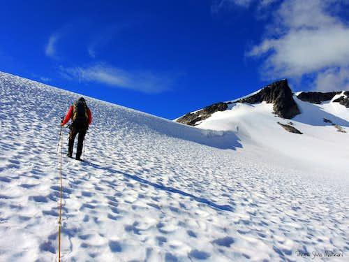On Fannaråkenbreen, getting the base of the slanting ridge