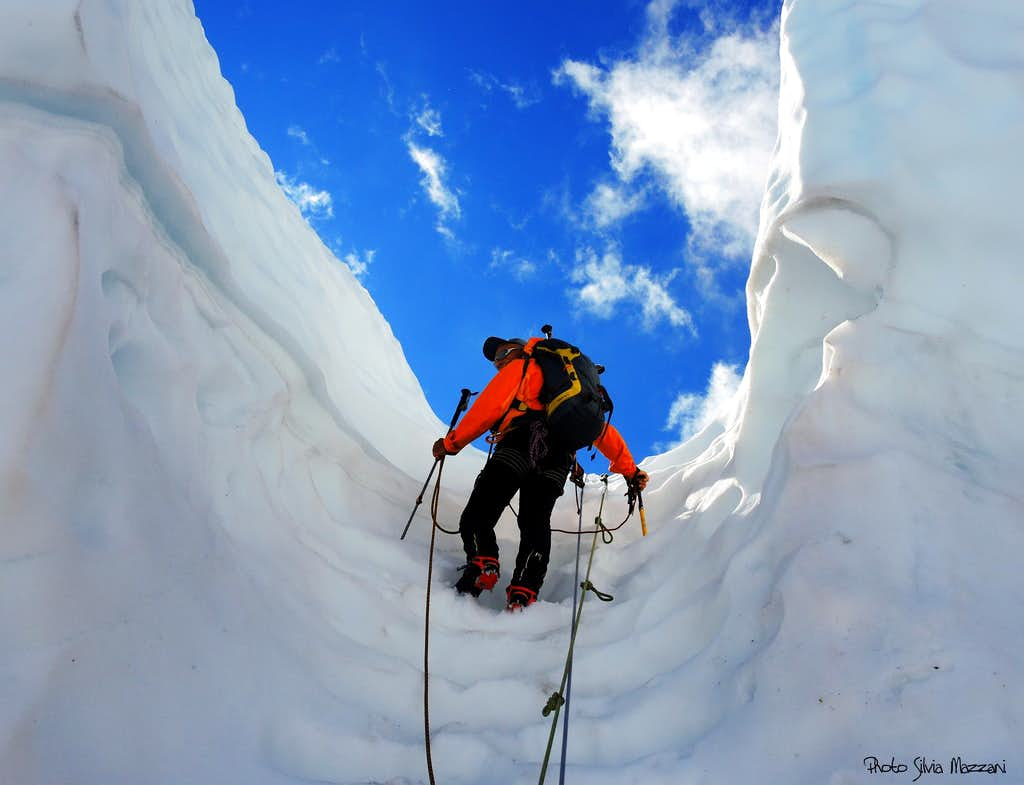 Climbing the ice-groove up to Fannaråknosi