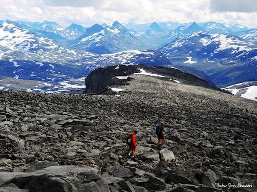 Fannaråken summit trail