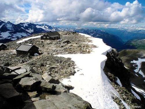 Remains of snow corniches on the summit of Fannaraken