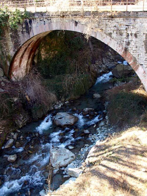 Buthier Bara ... Rhins Bridge above Artanavaz 2016